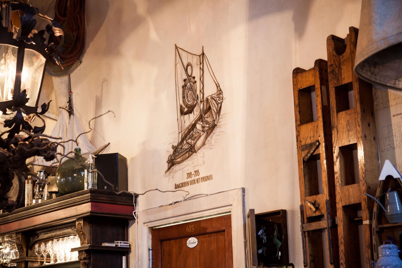 Zalmschouw sepia airbrush muurschildering in restaurant Woudrichem, Horeca schildering