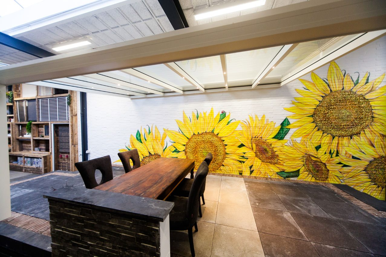 Zonnebloemen veranda airbrush schildering tuin overkapping buiten muurschildering