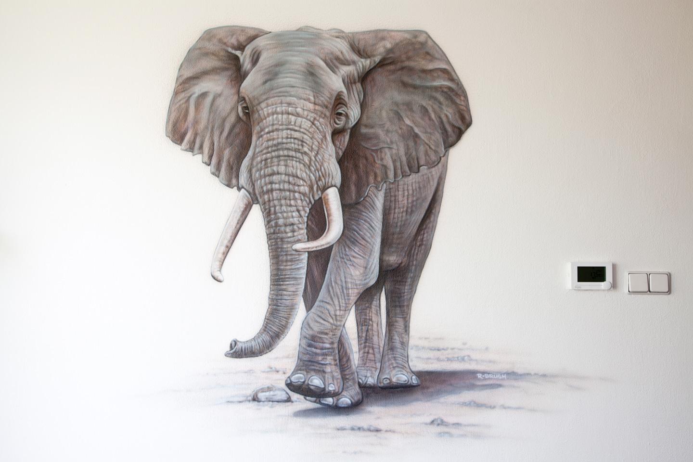 Exclusieve luxury Olifant airbrush muurschildering in woonkamer modern design schildering
