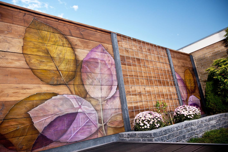 Schutting airbrush tuin schildering op steigerhout. Buiten decoratie!