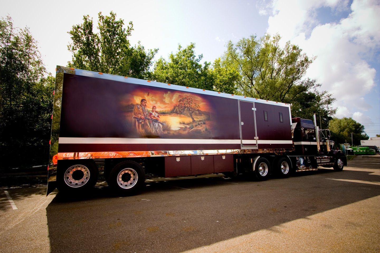 Show Trailer western star truck indianen airbrush schildering, specialpaint vrachtwagen