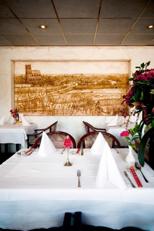 Sepia airbrush muurschildering bij Chinees restaurant Lotus