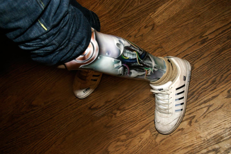 Kunstbeen prothese schildering cyborg metaal robot been