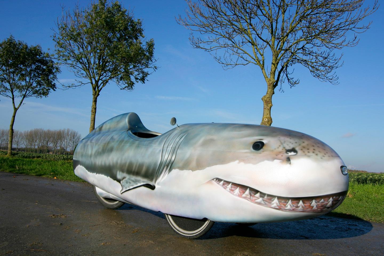 Quest stroomlijnfiets beschilderd als haai