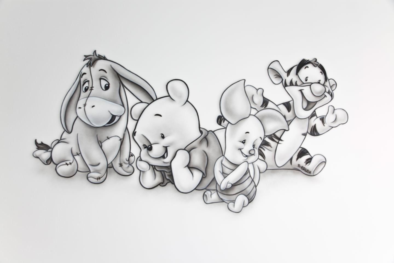 Zwart-wit muurschildering van Winnie the Pooh babies met vriendjes
