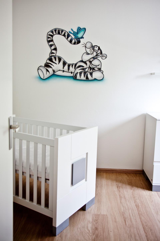 Airbrush Teigetje muurschildering met vlinder in babykamer