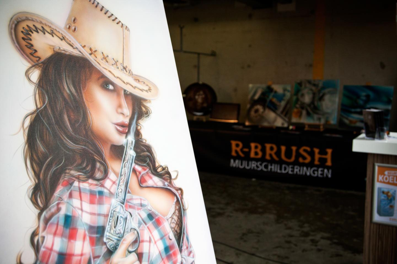 Amerikaanse cowgirl airbrush demo schilderij bij circuit Zandvoort