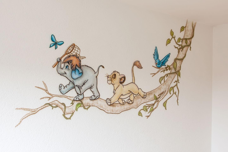 Lion King Tak. Figuren uit verschillende verhalen in een schildering.
