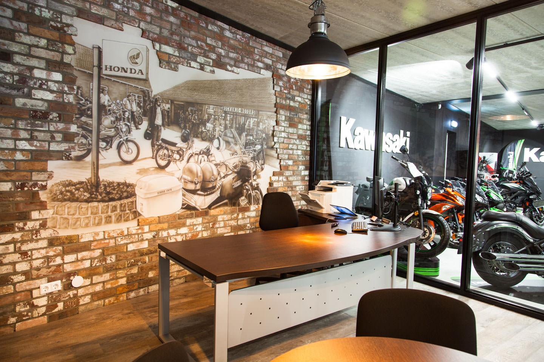 kantoor Motorport Rockanje muurschildering steenstrips
