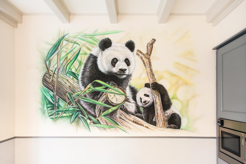 Pandaberen muurschildering in keuken
