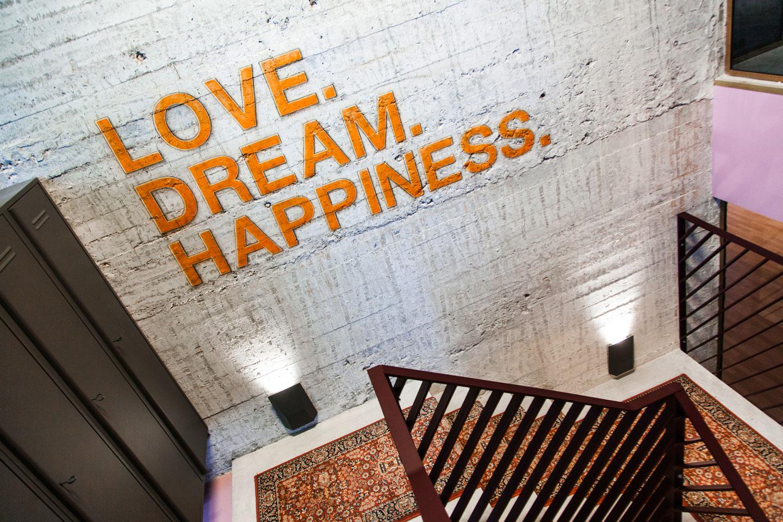 Love. Dream. Happiness. Trappenhuis bij LDH Europe, DJ AfroJack.